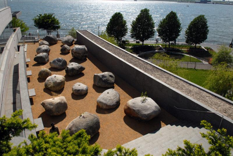 Как выглядят мемориалы жертвам Холокоста в мире (фото 12)