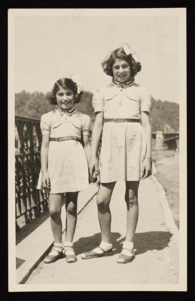 Hojtasova Sisters 1945