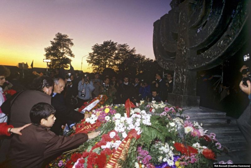 Ceremony commemorating the 50th anniversary of the massacre at Babyn Yar and the unveiling of the menorah memorial, 1991