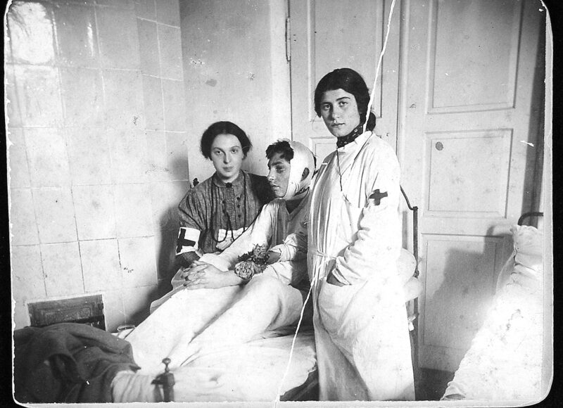 Hannah Weiss (seated with Red Cross armband) with pogrom victim, Bialystok 1906.